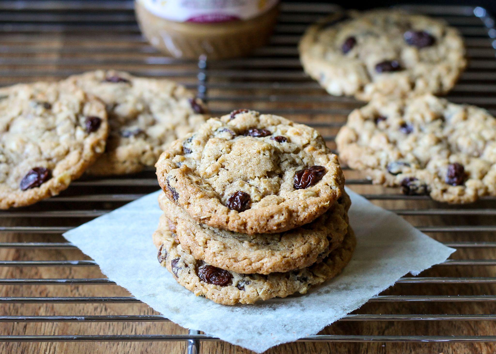Cinnamon Raisin Peanut Butter Oatmeal Cookies | Recipe from Bakerita.com