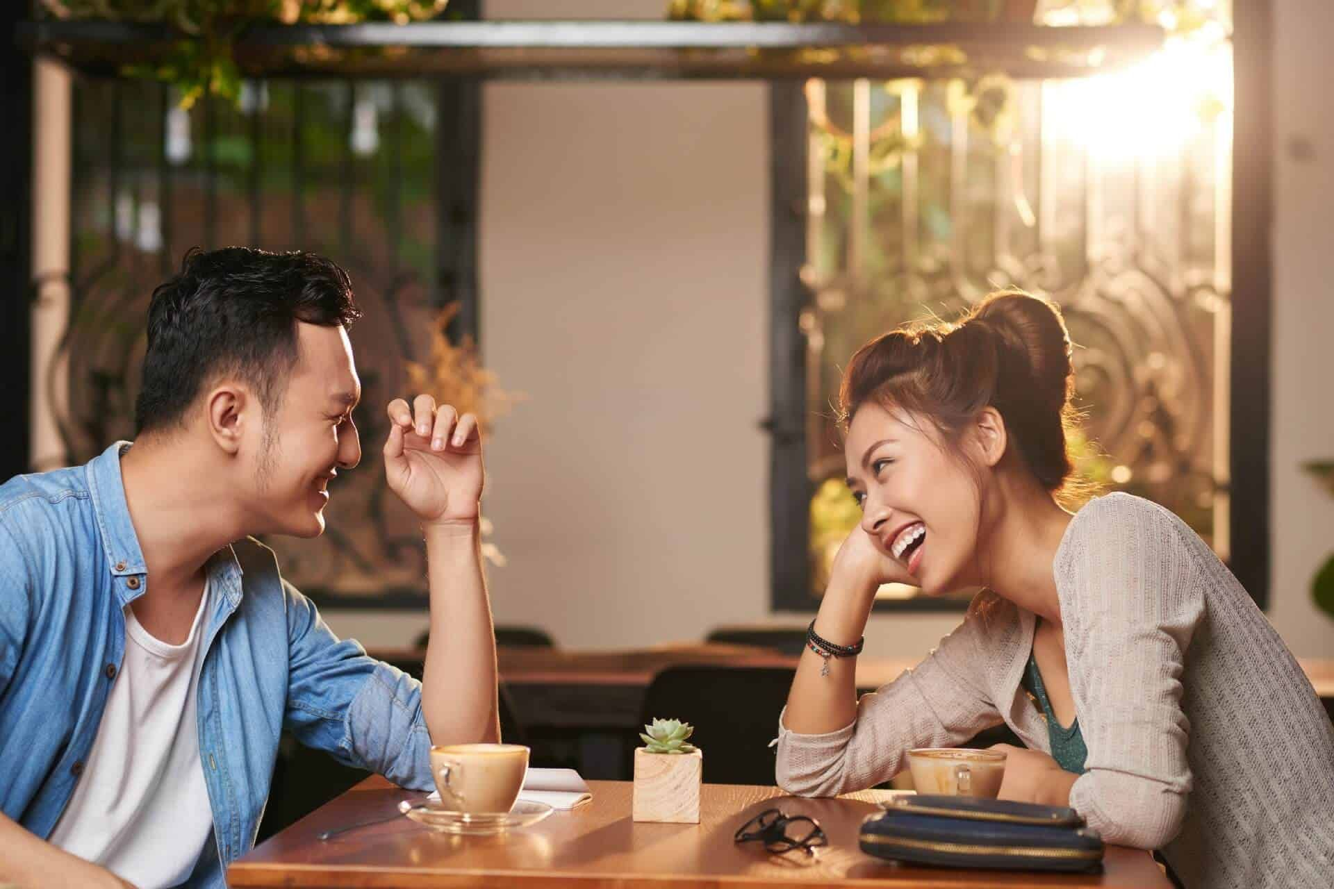 Best Things to Talk About on A First Date - 8 Easy steps