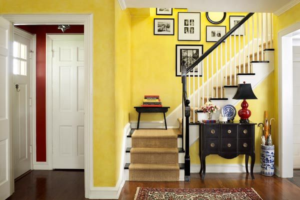 A Dutch Colonial Bumps Up the Charm | Dutch colonial, Small foyers ...