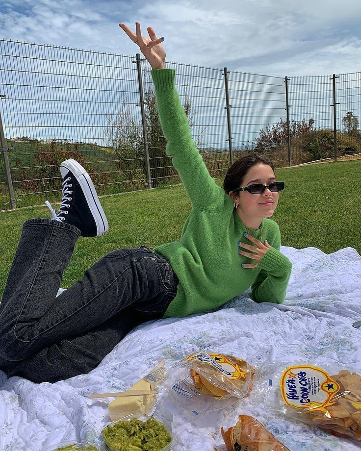 "KONOKA SMITH auf Instagram: ""Picknick vom Feinsten"" #wintergrunge KONOKA SMITH auf Instagram: ""Picknick vom Feinsten"" -  - #auf #Feinsten #Instagram #KONOKA #Picknick #SMITH #vom #90ermode"
