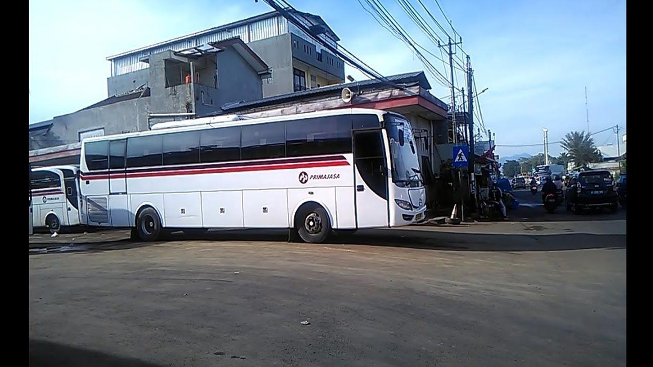 Bus Primajasa Di Pool Ciputat 14 April 2019 Bus Luxury Bus Pool