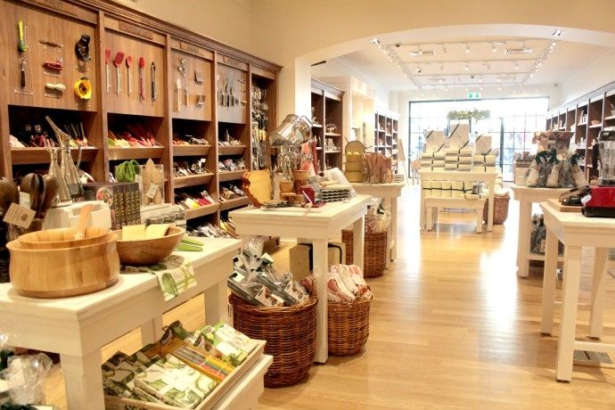 William Sonoma Store Design Google Search Kitchen Display Store Design Interior Design Crafts