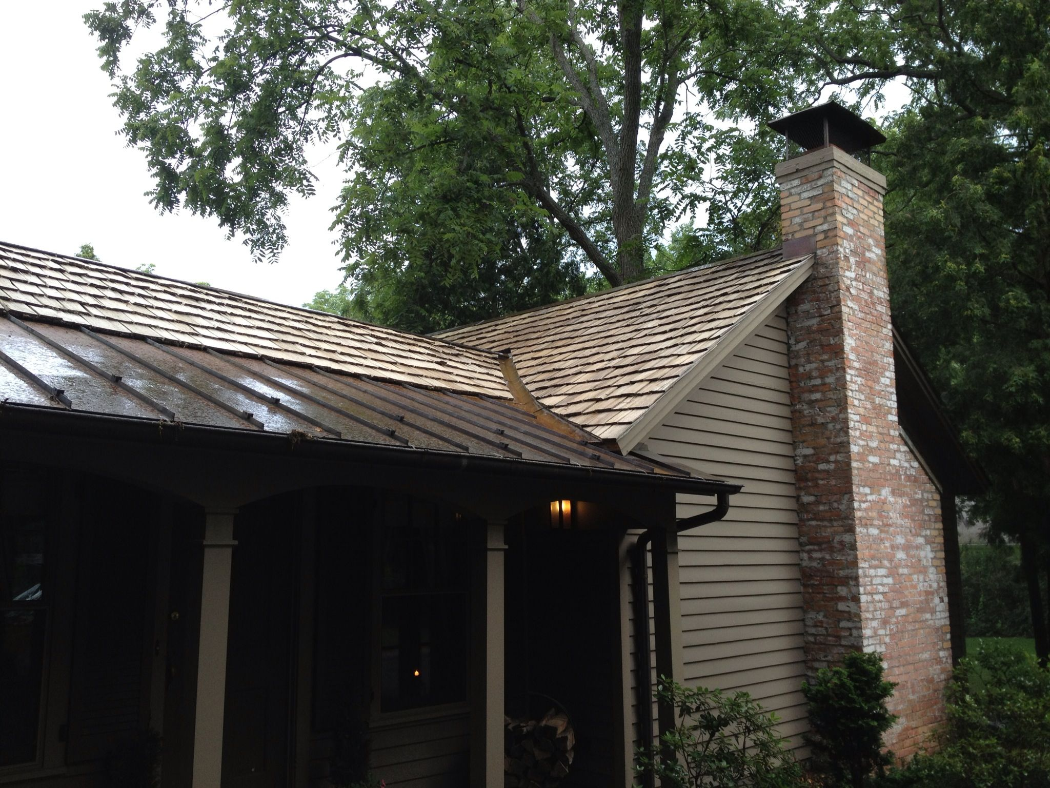 Best Cedar Shake Shingles Look Great When Cleaned By Roof Cleaner Of Grand Rapids 400 x 300