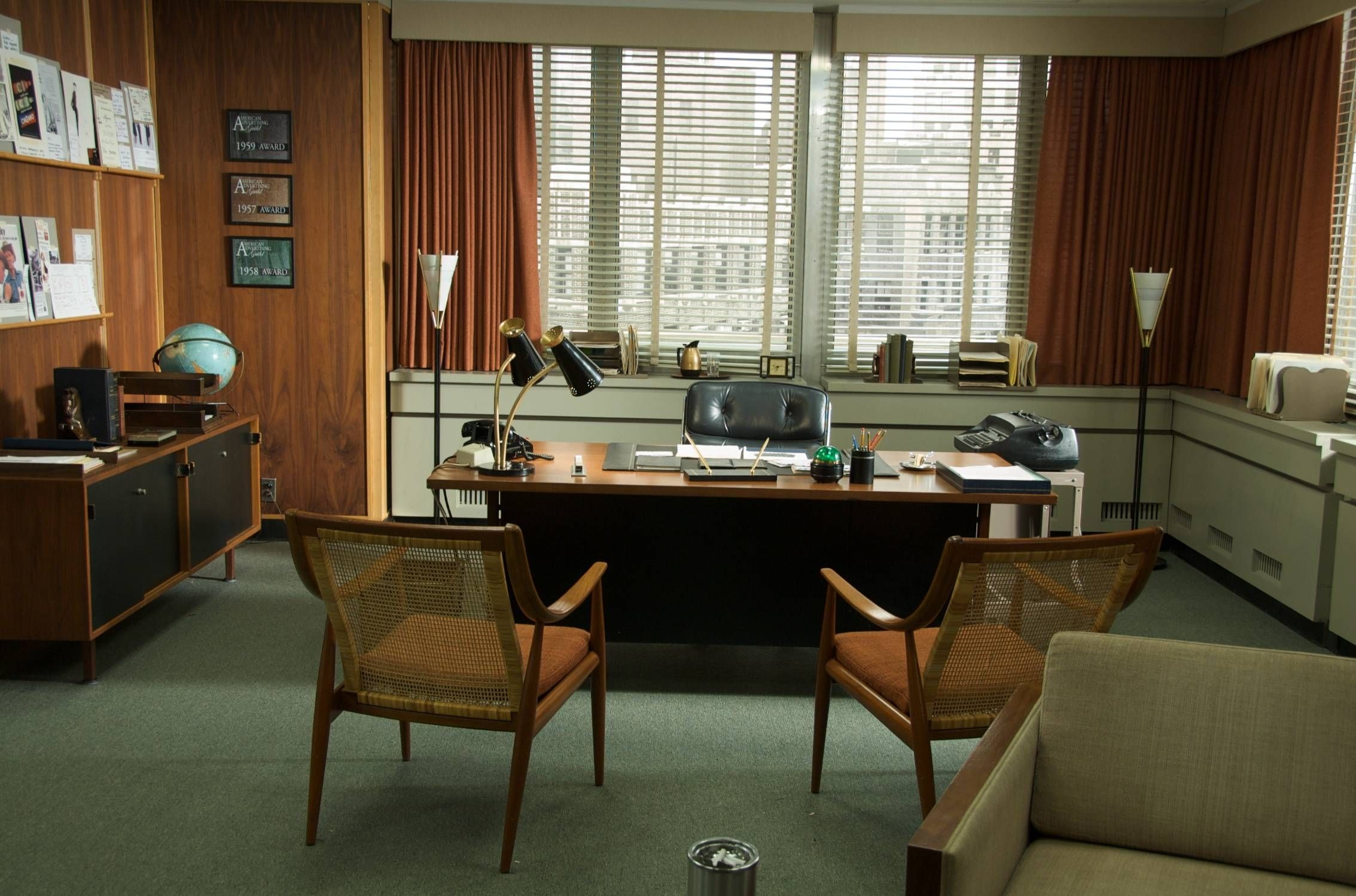 Achieving a mad men theme in your home mad men mad and for Man cave desk