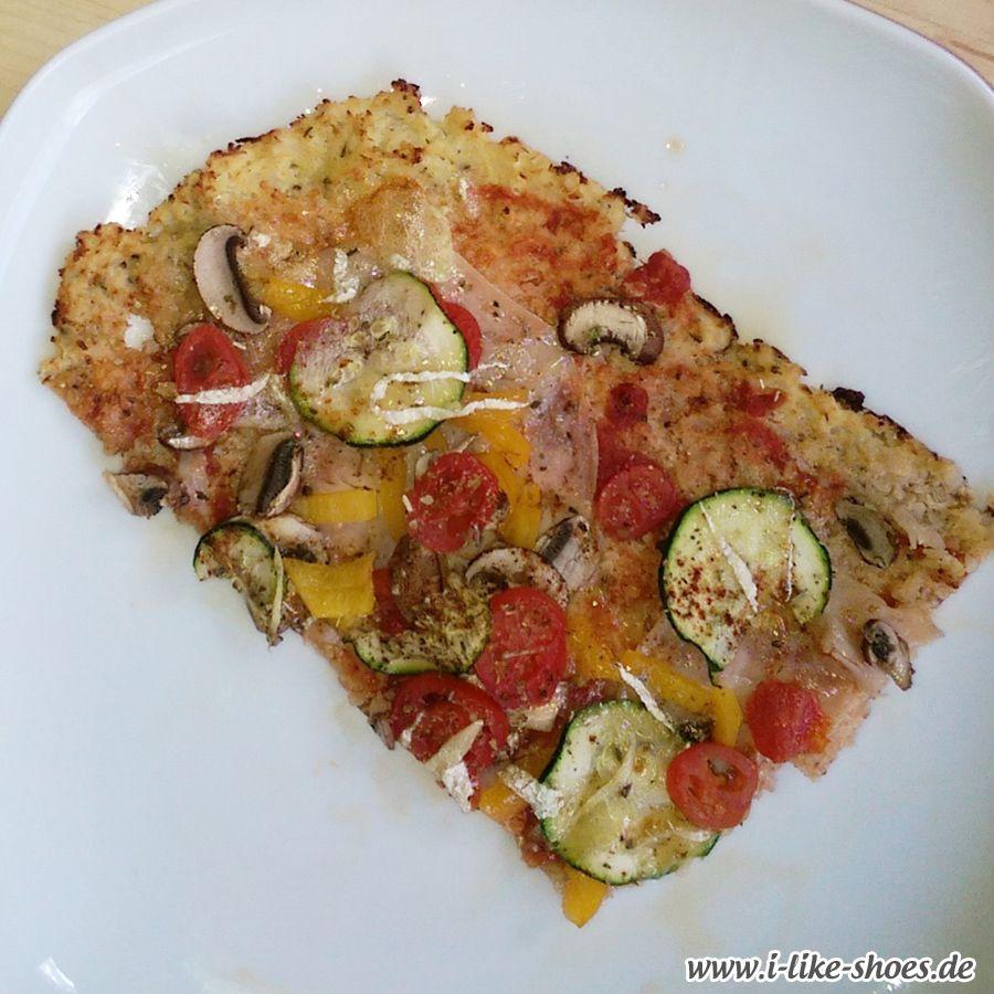 Blumenkohlpizza: Pizzateig aus Blumenkohl zeige ich euch heute in leicht abgewandelter Form - es schmeckt wirklich bombig!