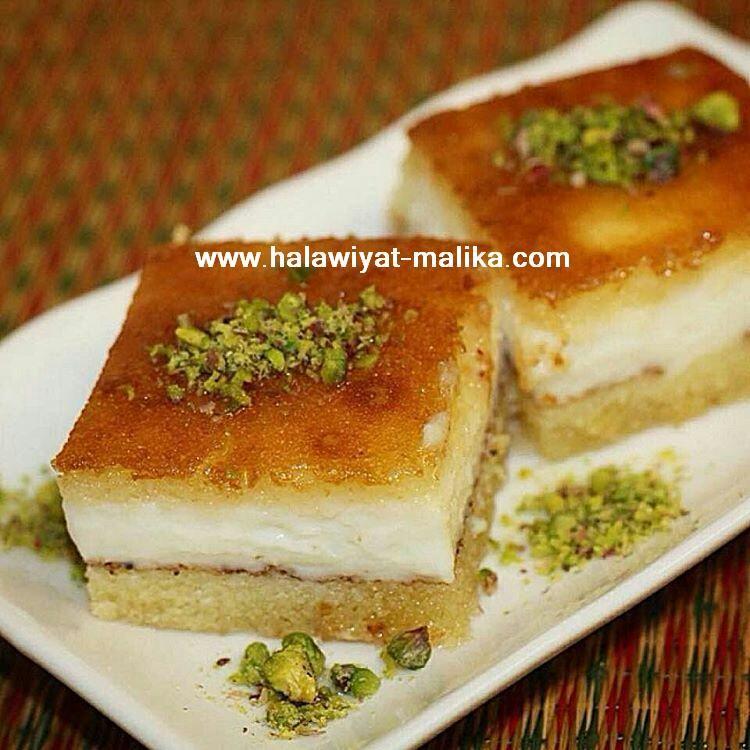 بسبوسة بحشوة القشطة Middle Eastern Desserts Middle Eastern Food Desserts Desserts