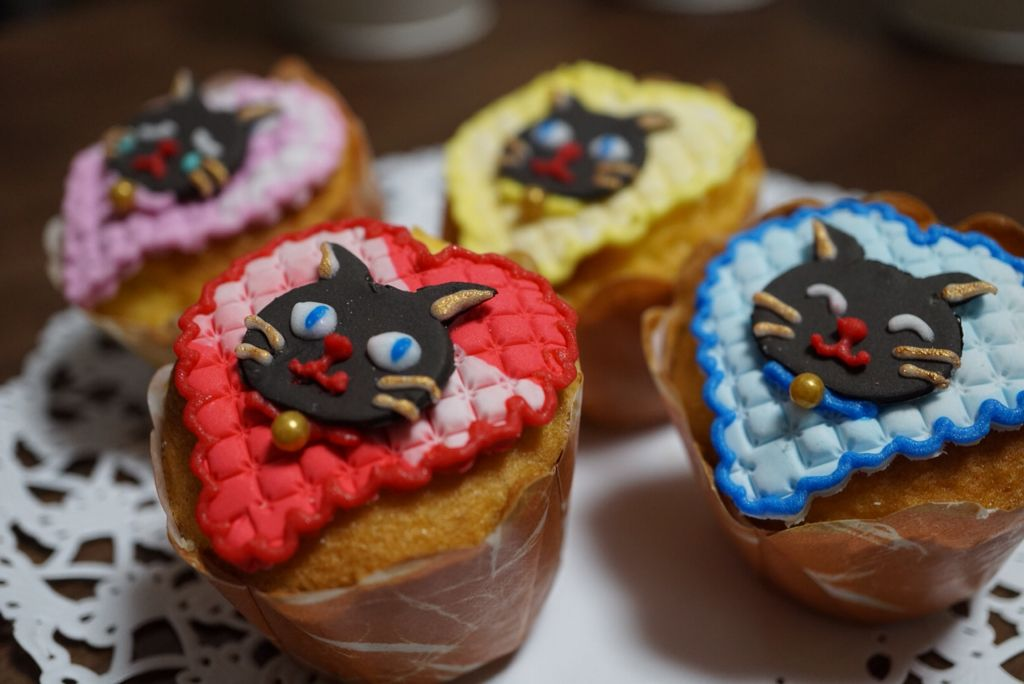 I  made  some  of  black  cat 's  face  on  the  top  of  very  small  cup  cakes.