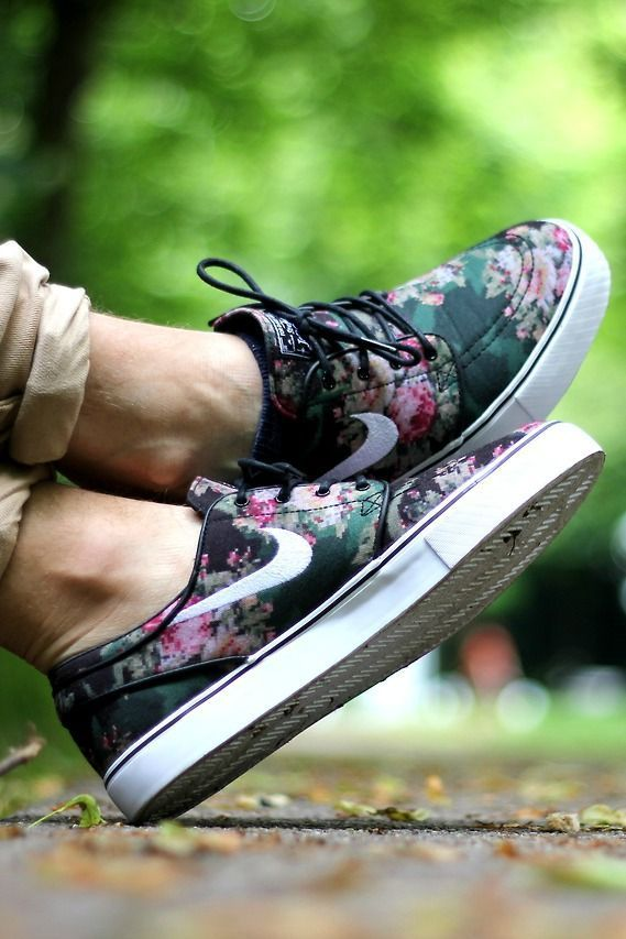 official photos ab0cb b4bdc Nike shoes with floral print.