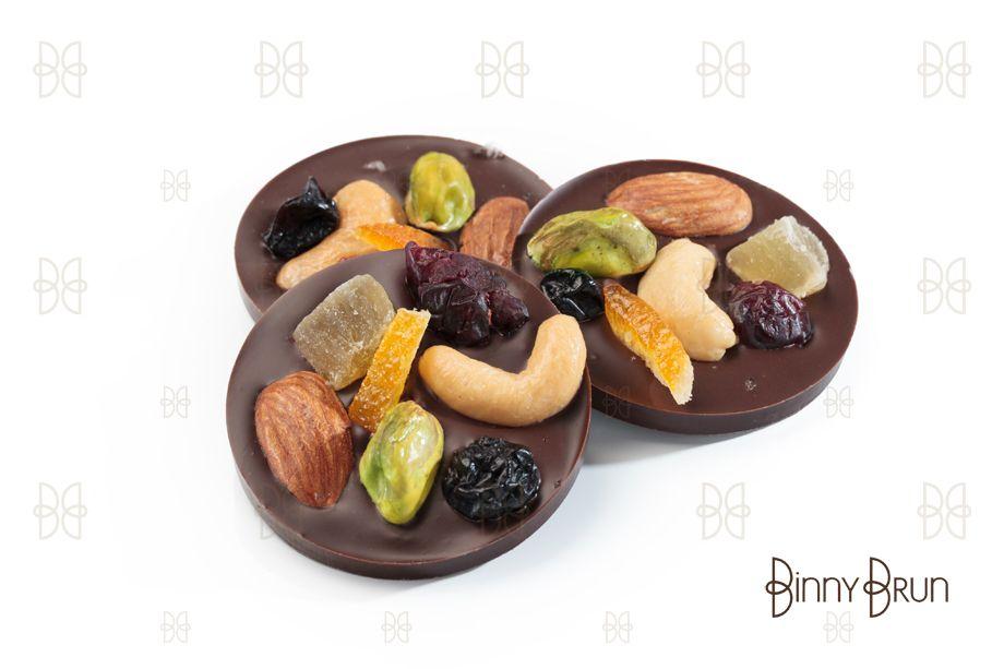 MENDIANTS Discos de chocolate semiamargo con crujientes nueces y frutas secas. Un exquisito clásico Francés!