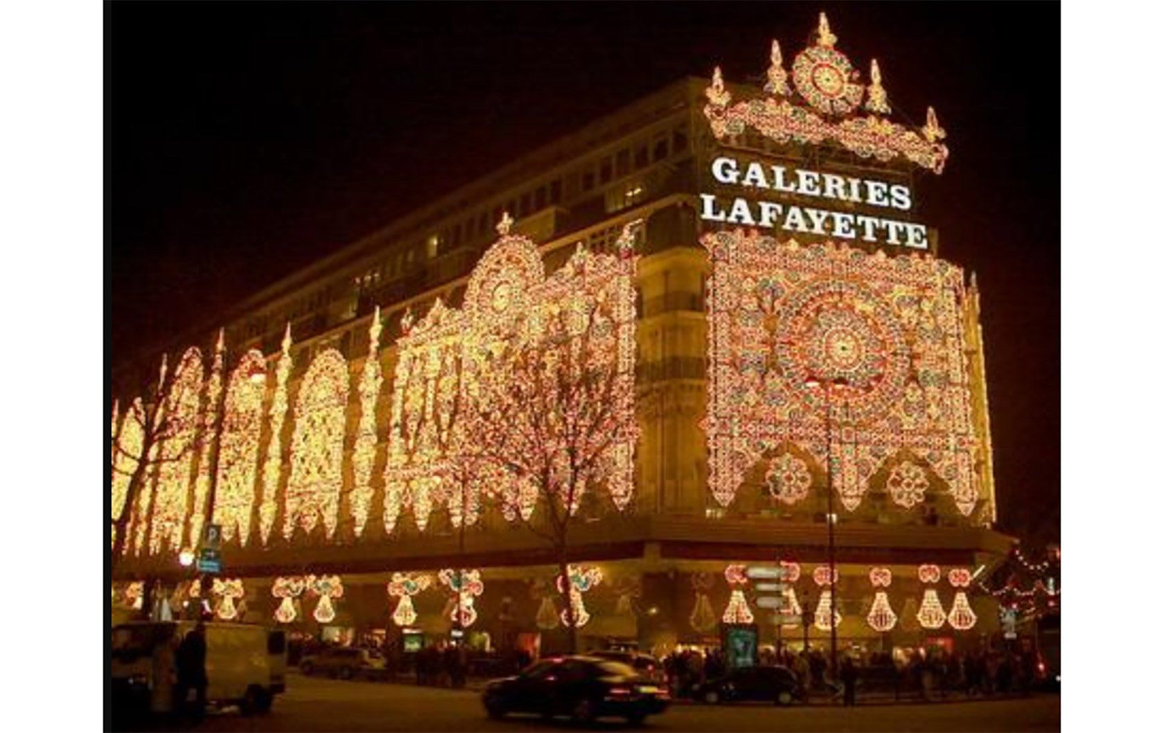 No Department Store Does Christmas Quite Like Galeries Lafayette In Paris With Its Incredible Lace Lighting Lafayette Paris Christmas In Paris Paris Shopping