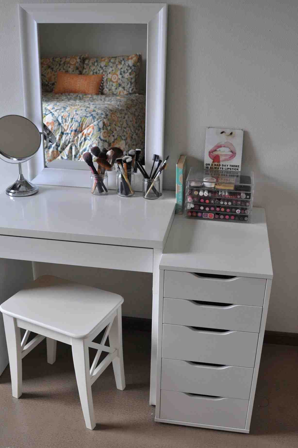 Superb This Modern Mirrored Makeup Vanity   Paint Makeup Vanities  With Four Drawers And Vanity . Makeup Vanity Mirror With Lights | Bedroom  Vanity With Mirror And ...
