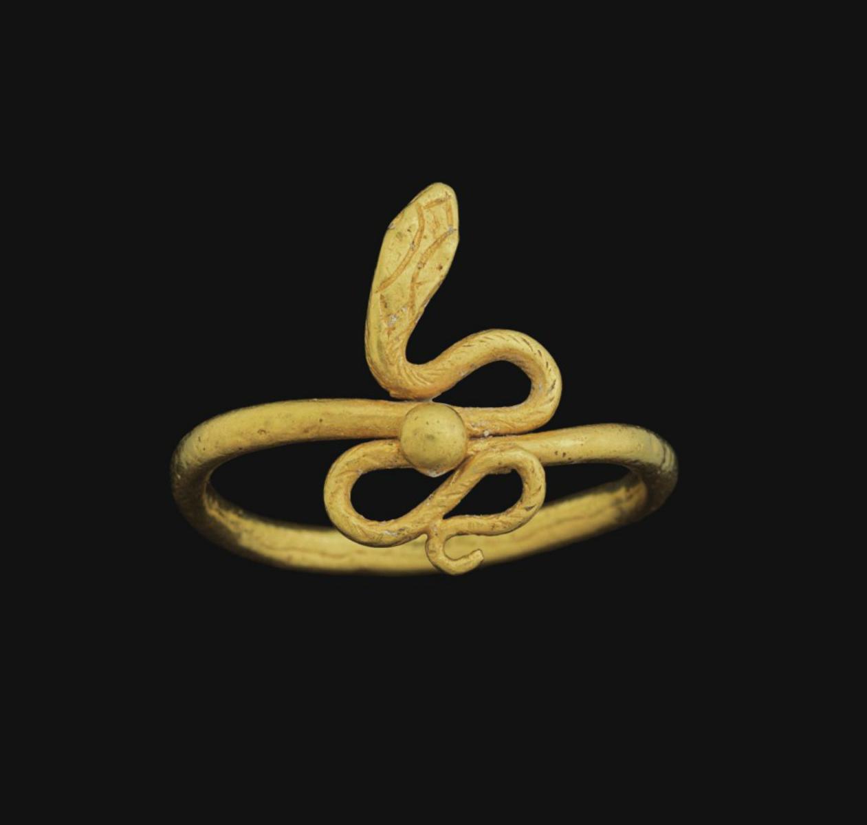 Древние украшения в виде змеи фото