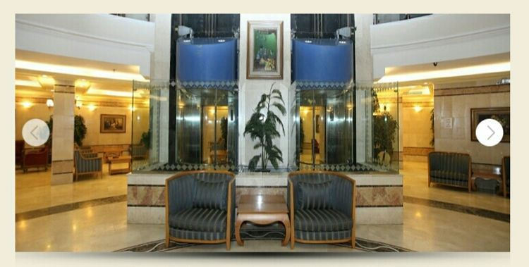 Situated on Umm Al Qura, Jarwal Makkah Street, Al Besharah Mawadda is about 1,000 meters from the Holy Mosque. The hotel's 14 floors house 267 rooms with 1,189 beds, elevators, private parking and personalized facilities choices. Distance from harm: 1000 Mtrs No of floors: 14 No of rooms: 267 No of beds: 1189 Facilities: Restaurant, Rooms with Toilet, Suites
