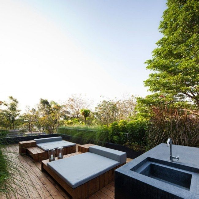 gestaltung terrasse holzboden niedrige outdoor möbel   draußen sein ...