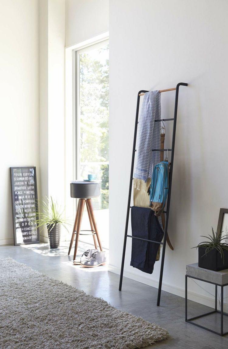 Wohndesign für kleines schlafzimmer kleiderablage im schlafzimmer  die leiter einfach an die wand
