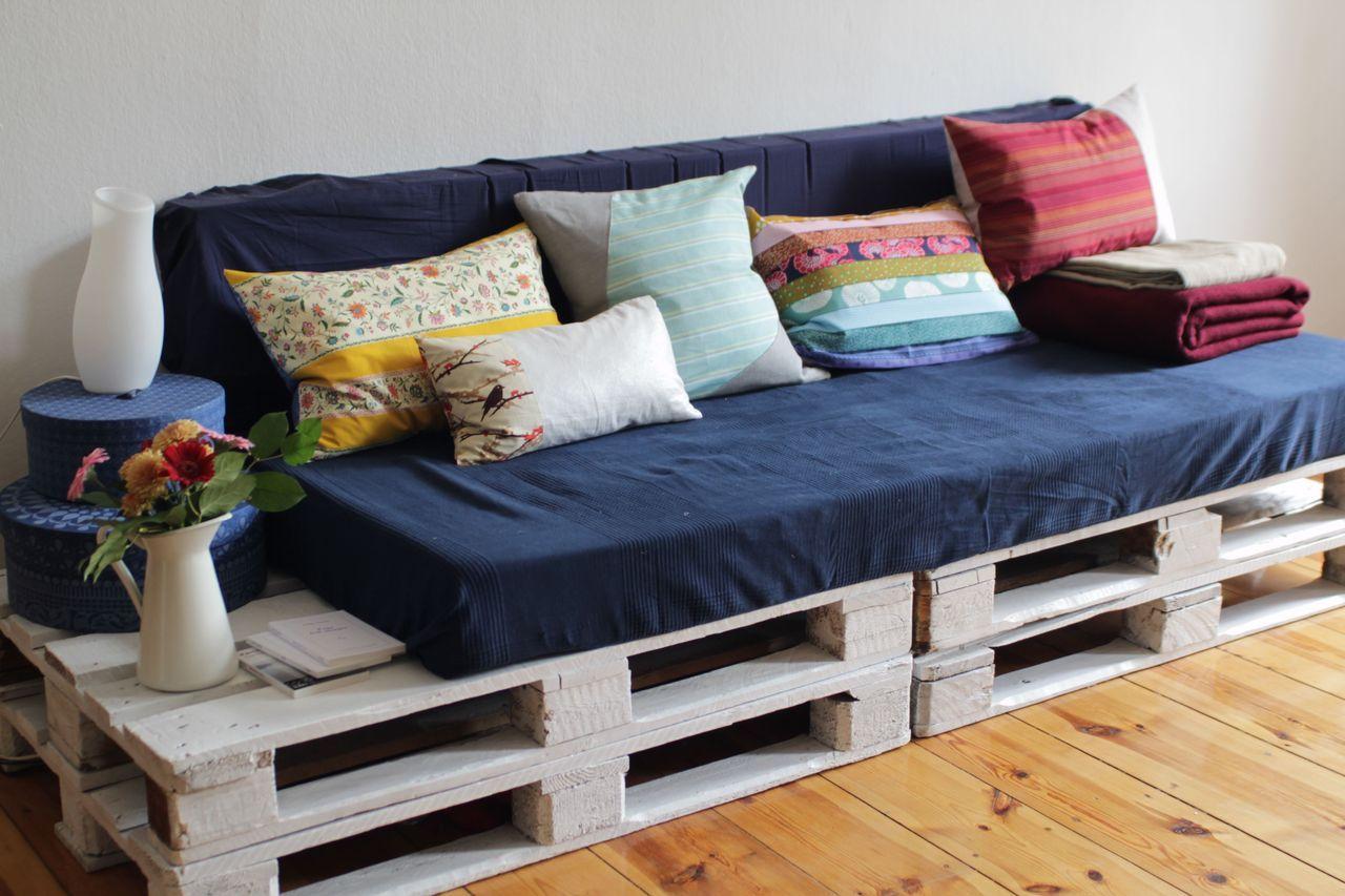 C\'est moi chéri - DIY Palette Sofa with DIY pillow covers - DIY ...
