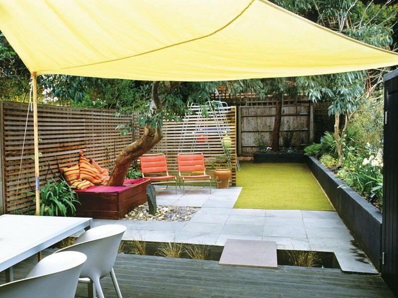 Kleinen Garten anlegen - Kunstrasen und Pflastersteine Ideen für - kleinen garten gestalten sichtschutz