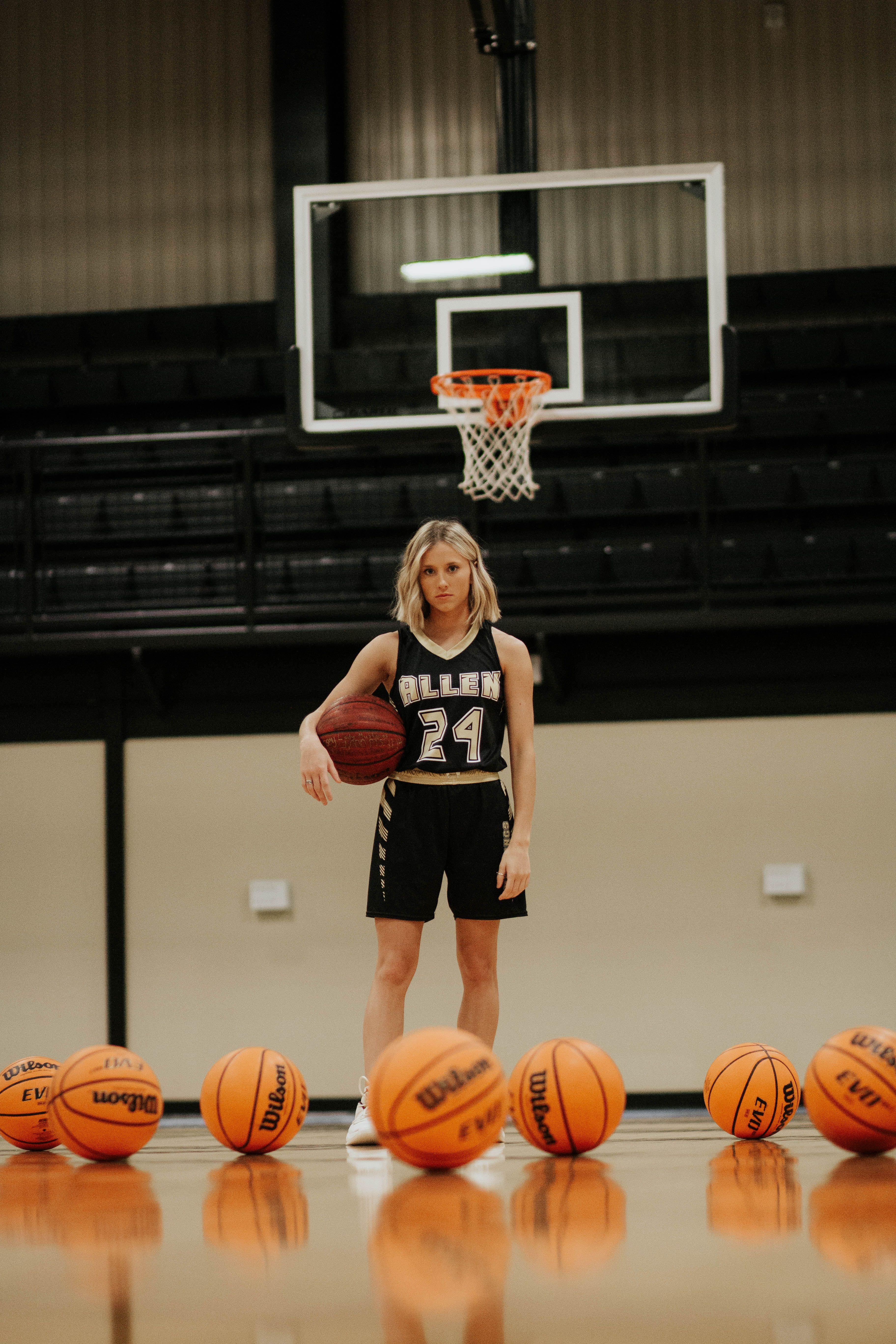 Senior Pictures Basketball Basketball Senior Pictures Basketball Pictures Poses Senior Cheer Pictures