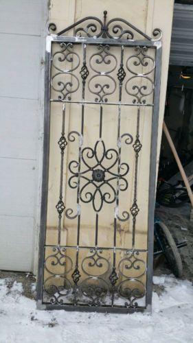 grille ouvrante de defense protection porte en fer forge sur mesure porte en fer forg portes. Black Bedroom Furniture Sets. Home Design Ideas
