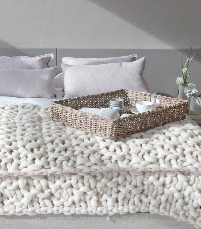 Manta realizada a mano con patrón de nubes. 100% lana Merino ...