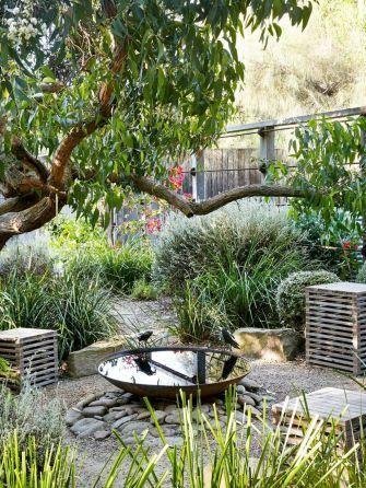 ideas  claves para la decoracion de jardines exteriores jardinesconpiedras con piedras pinterest also rh