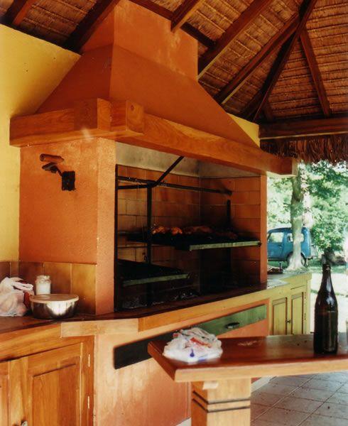 10 dise os de churrasqueras o parrillas planos de casas for Casa minimalista con quincho