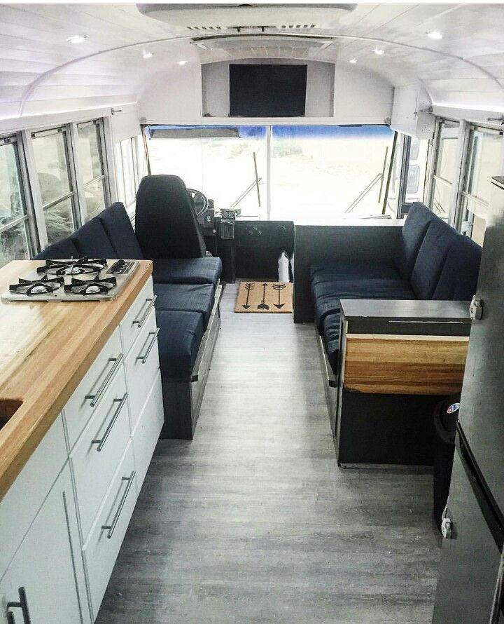 i like the location of the tv school bus tiny house pinterest bus caravane et autobus. Black Bedroom Furniture Sets. Home Design Ideas