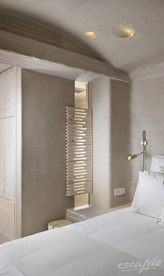 Weisses Schlafzimmer Mit Goldenen Details Kensho Boutique Hotel