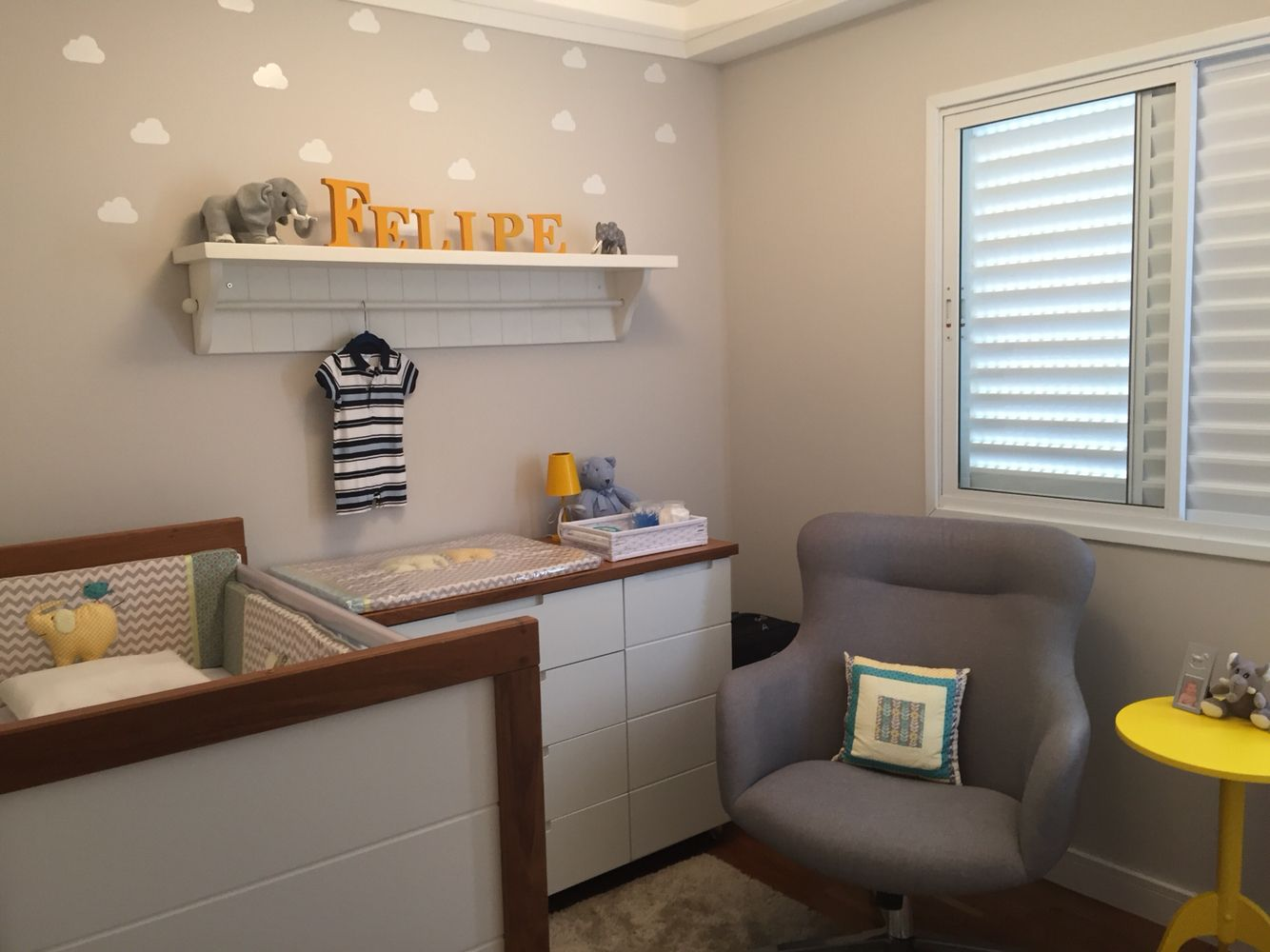 Baby Nursery Grey And Yellow Quarto De Beb Elefantes Decora O  ~ Quarto De Bebe Retro E Quarto Casal Decoracao