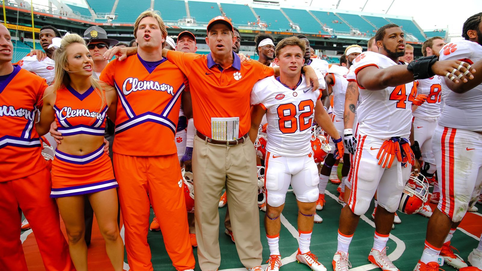 Clemson jumps to no 2 in composite top 25 college