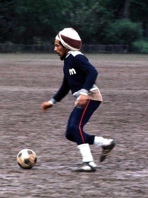 Bob Marley Jugando Futbol El Joven Manos De Tijeras Pinterest
