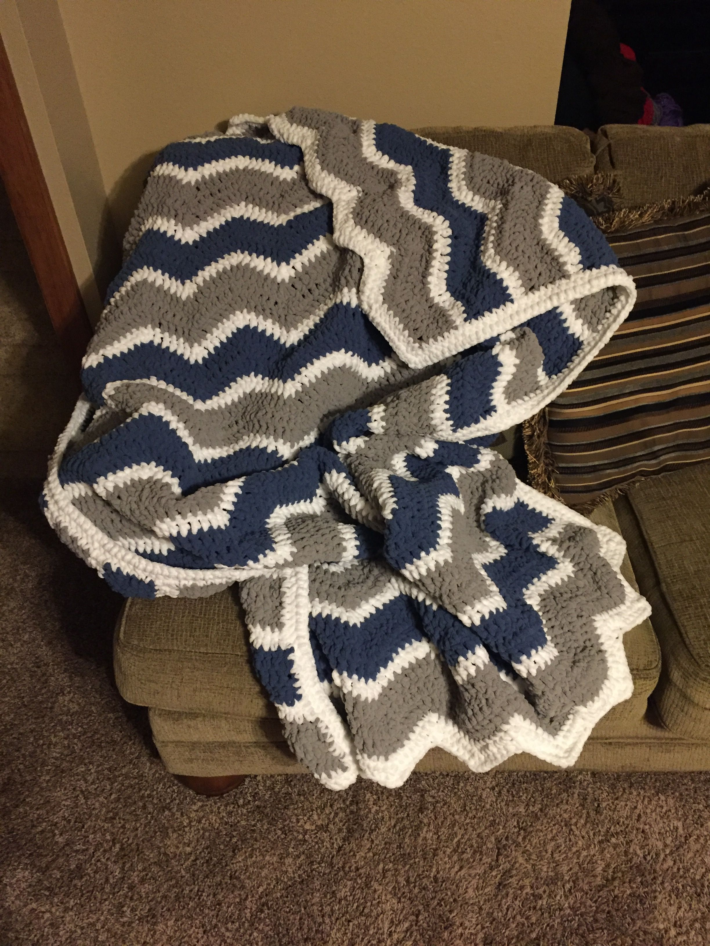 Chevron Crochet Blanket - Bernat Blanket Yarn | Ganchillo y media ...