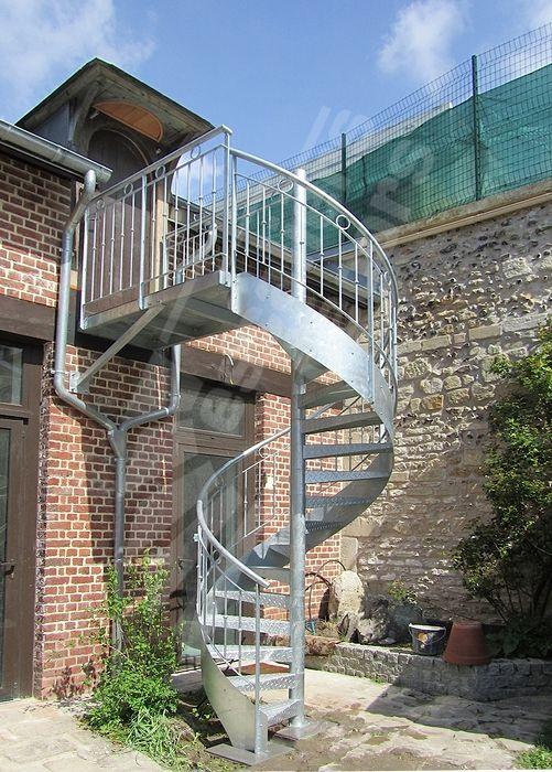 Escalier extérieur hélicoïdal en acier galvanisé avec