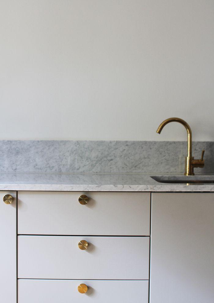 benkeplaten og sprutelisten i marmor fra Diapol.no. | Keukens ...