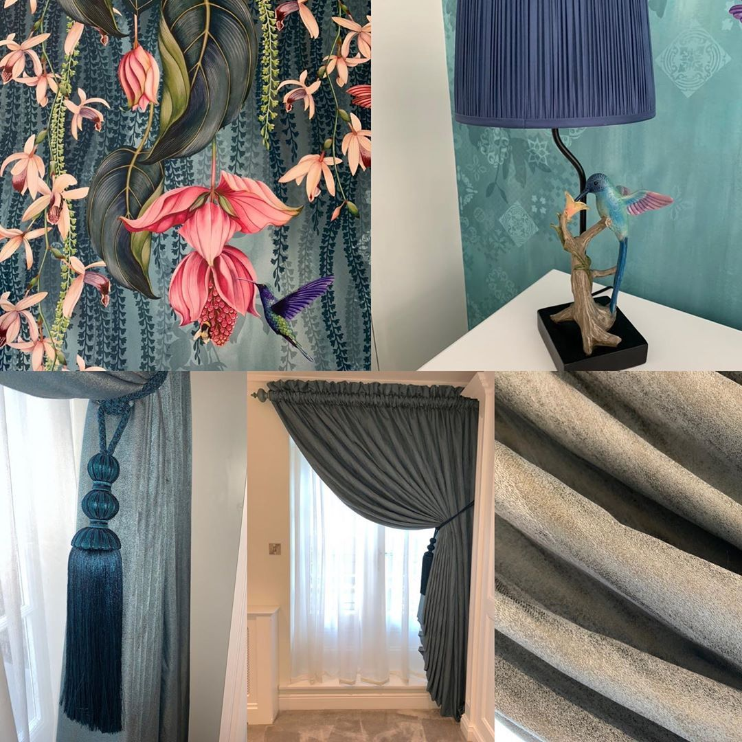 We had the absolute pleasure of working with this divine wallpaper from @osborneandlittle 🌷 We paired it with a beautiful teal silk from @jamesharefabric and made the most stunning drapey curtains perfectly finished with this gorgeous tieback from @jonesintrs 💙 #bedroom #curtains #tieback #osborneandlittle #hummingbird #floralwallpaper #teal #interiors #interiordesign #homeinterior #bespoke #handmade