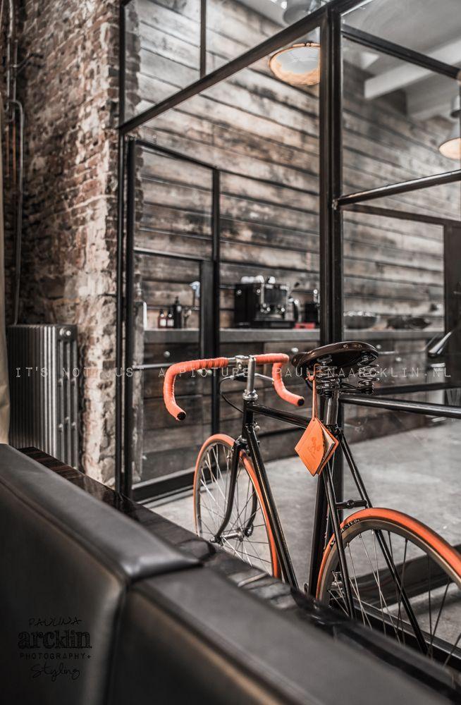 Pyörä sisällä, ihanan hipsteriä! #etuovisisustus #olohuone