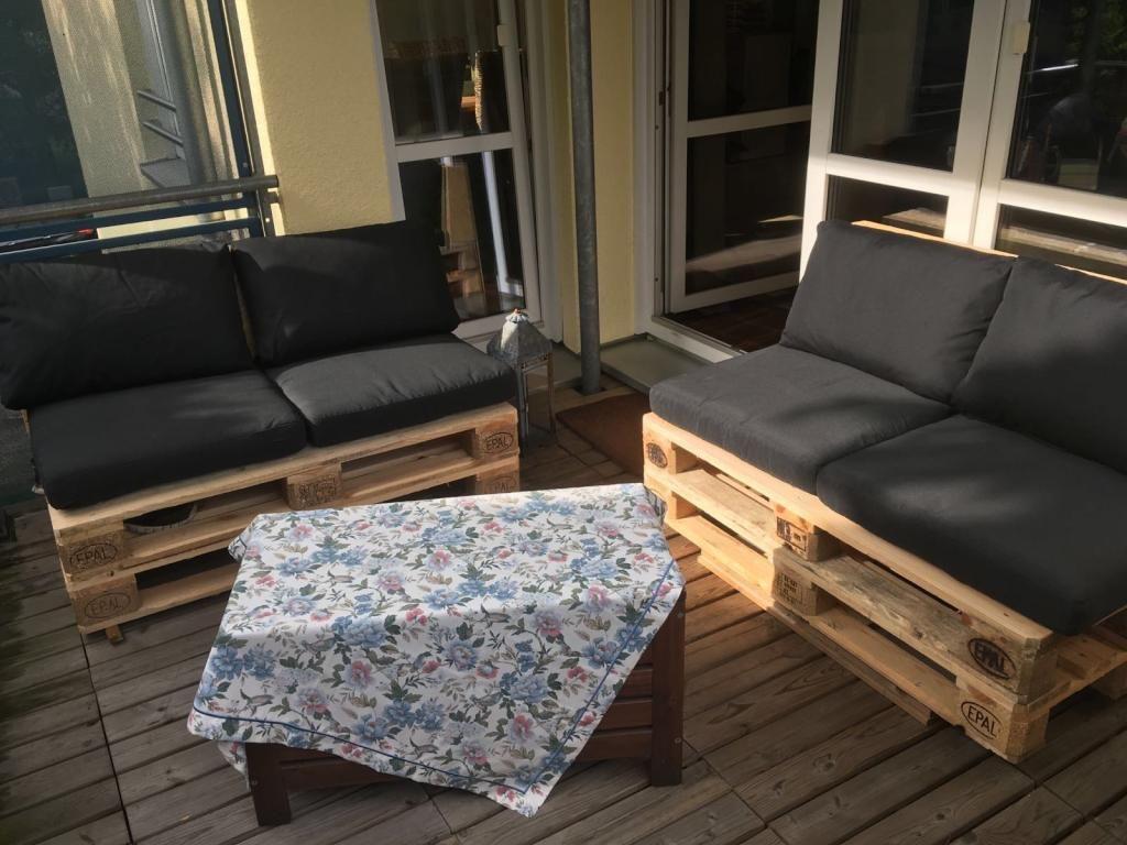 DIY-Sitzmöbel für Balkon oder Terasse - einfach aus Europaletten ...