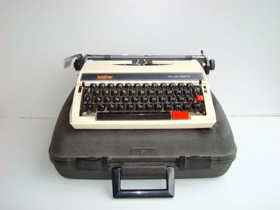 VINTAGE working Typewriter BROTHER  Deluxe 662TR от DelicateRetro, $160.00