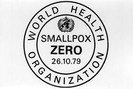 1979 Logotipo de certificación de la erradicaciónde la viruela en Somalia. La viruela, primera enfermedad infecciosa para la que se descubrió una vacuna ha sido también la primera en considerarse erradicada por la OMS.