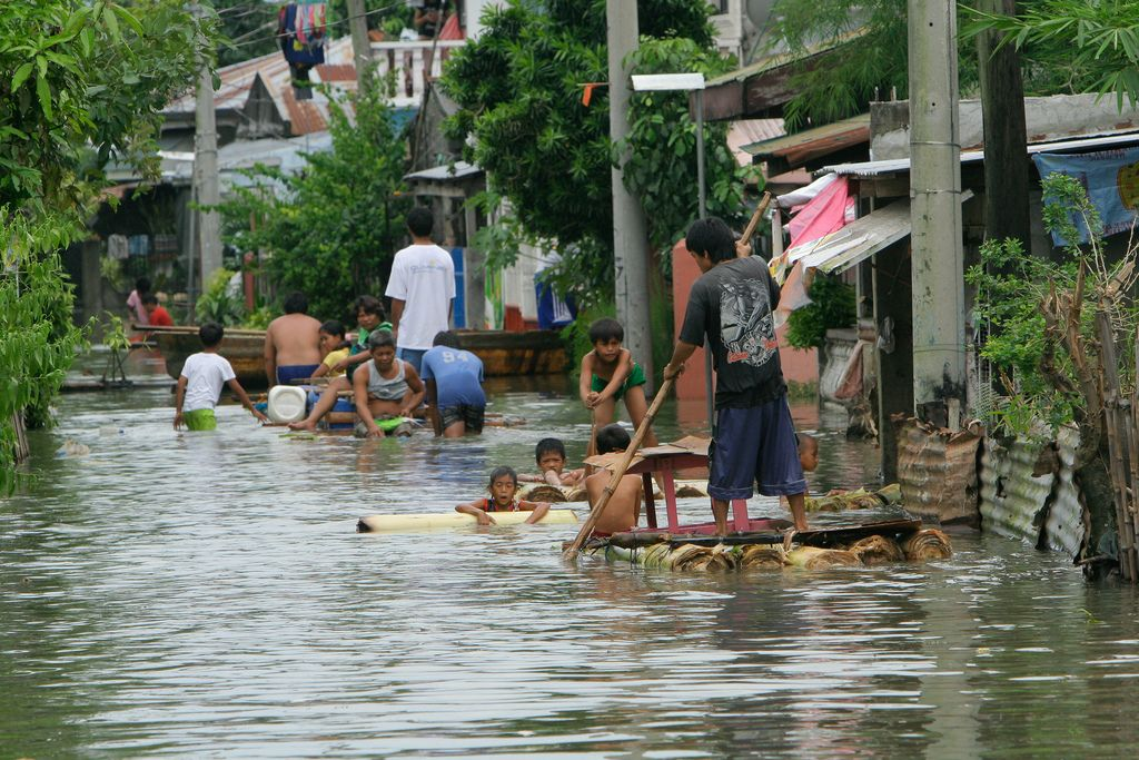 People of Laguna bay area, 60kms. south of Manila, try to survive as typhoon Ondoy(Internaional name: Ketsana) causes floods in low lying areas around the Laguna lake. The extreme weather brought a months worth of rain in a short span of 6 hours causing flashfloods and sent waterways and the lake overflowing.