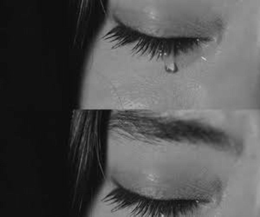 أحلام مستغانمي On Instagram لا تحزن لأن الحزن يقبض له القلب ويعبس له الوجه وتنطفي منه الروح ويتلاشى معه الأمل لاتحزن Artwork