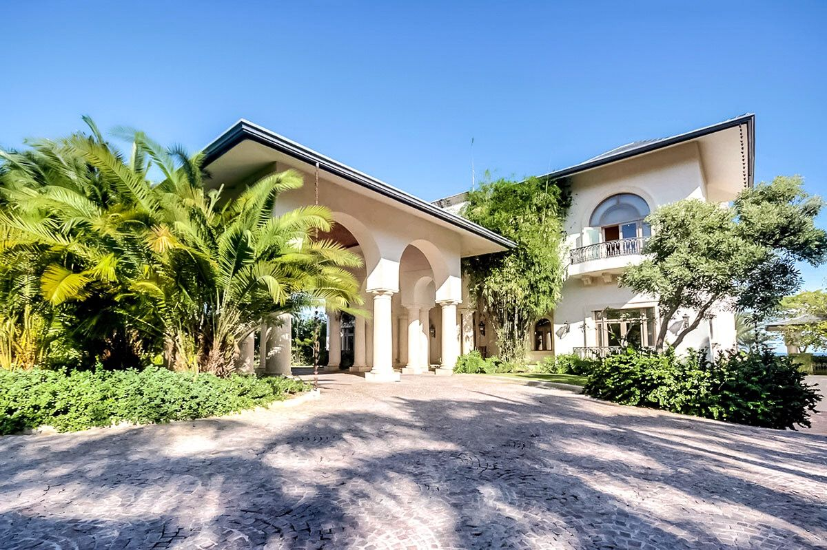Villa Toscana Presents The Distinctive Combination Of Traditional