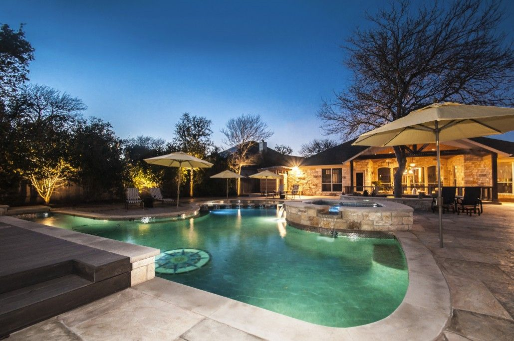 Allied Outdoor Solutions Offers Pool Construction In Austin San Antonio And Houston Texas Build A New Pool Or Upgrad Pool Construction Pool Building A Deck