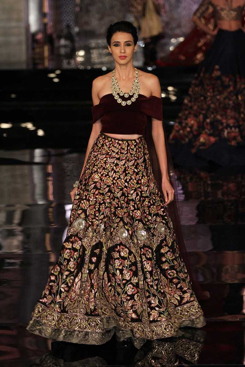 If Youre Looking For A New Idea An Indian Wedding Dress Check Out This Off The Shoulder Look Which Could Be Great Reception Choli Or Sangeet