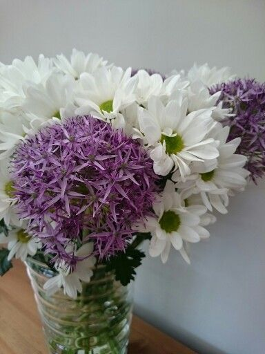 simple bouquet of allium and chrysanthemum perfect. Black Bedroom Furniture Sets. Home Design Ideas