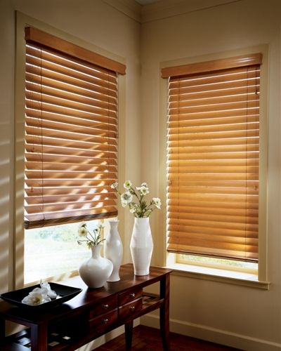 The Benefits Of Owning Motorized Blinds Cortinas Venecianas Cortinas De Madera Persianas De Madera