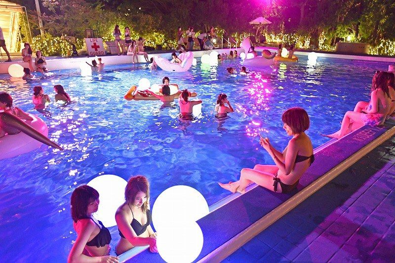 ナイトプール 幻想的な水遊び 東京プリンスホテル 写真特集5 5 2020