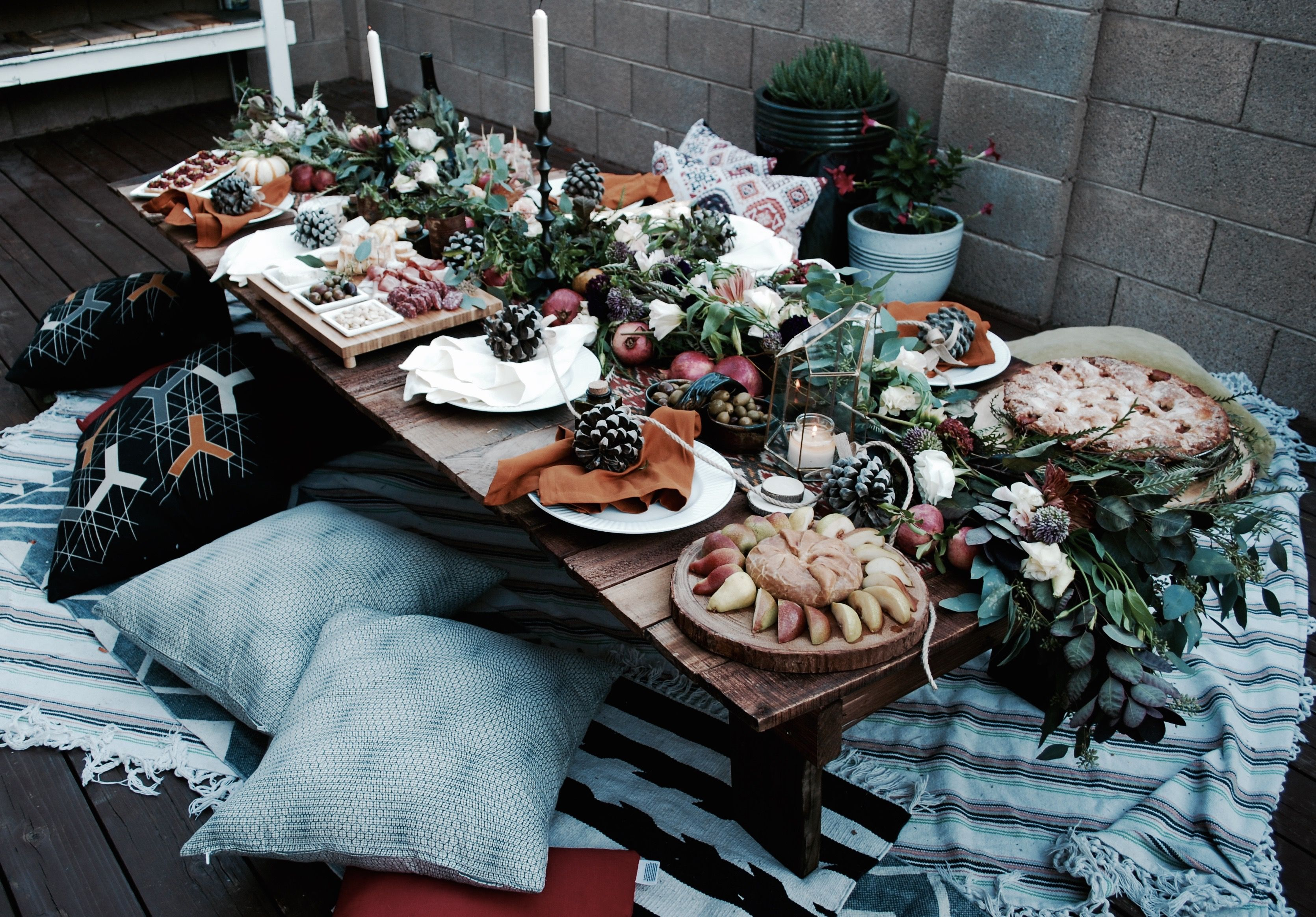 #backyardparty #dinnerparty #fall #fallparty #thefloraltheory #celebrate #grub