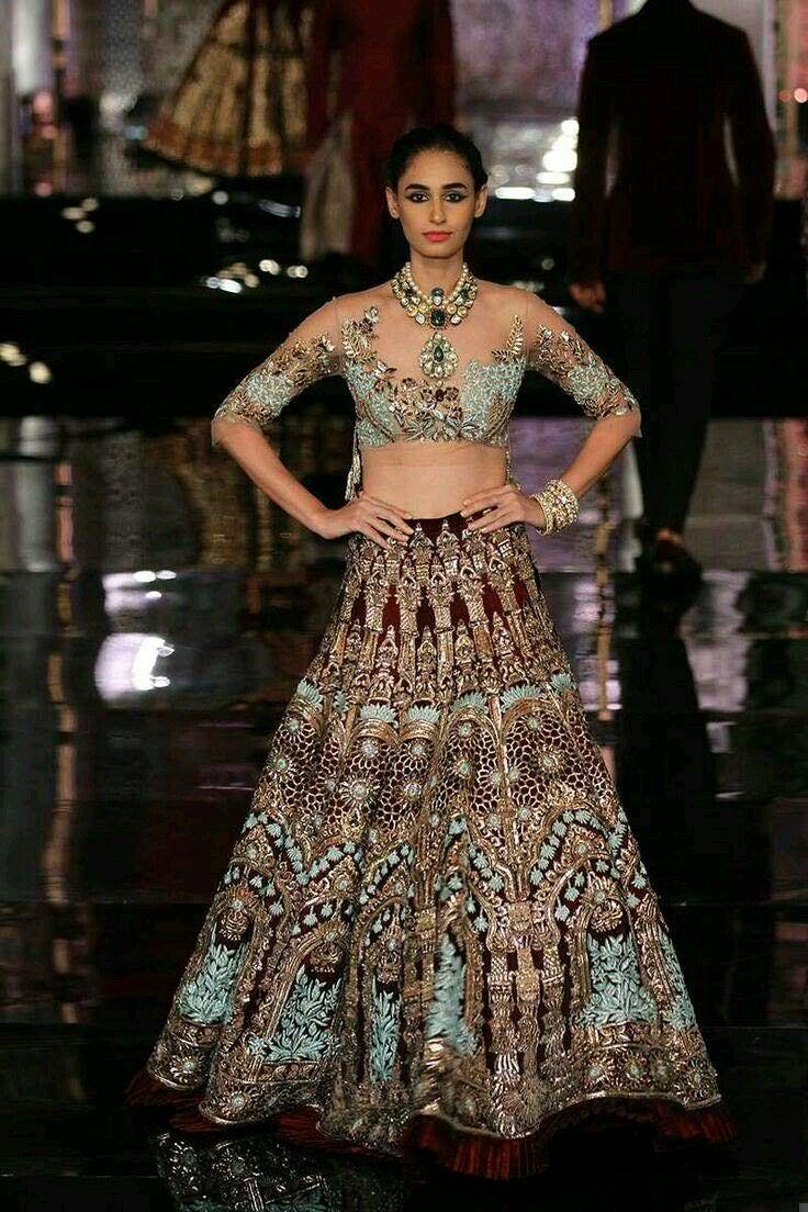 Pin By Aisha Baloch On Pakistani Wedding Dresses Shoes Fashion
