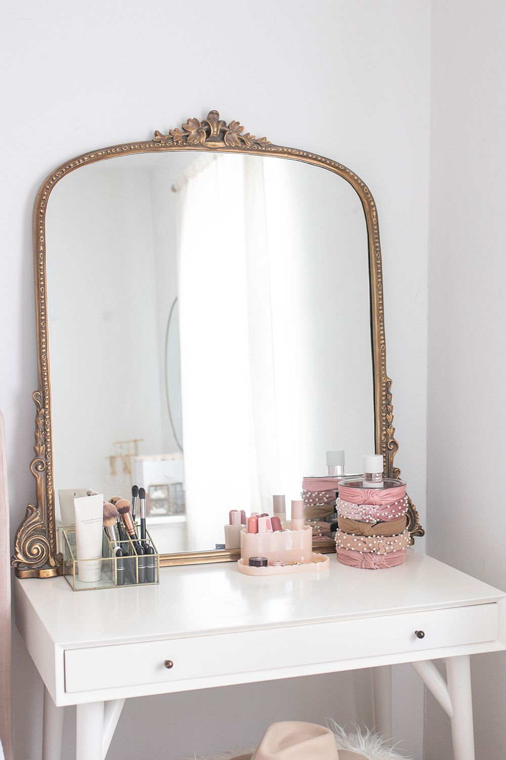 Blush And Gold Bedroom With Images Blush And Gold Bedroom